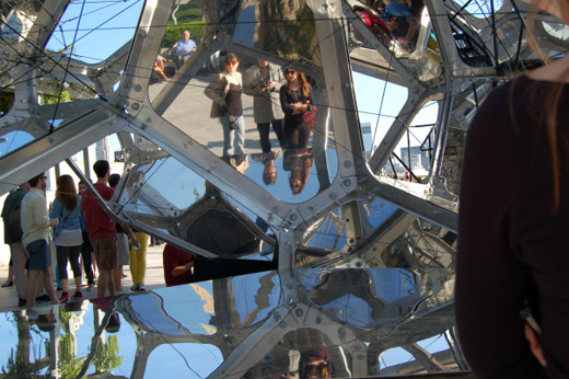 توماس ساراسنو و خلق آثار هندسی در آسمان شهر