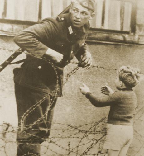 سرباز آلمان شرقی